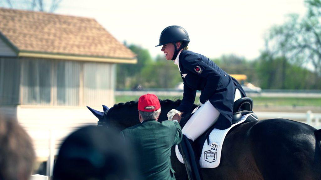 Jeździec na koniu - ujeżdżenie